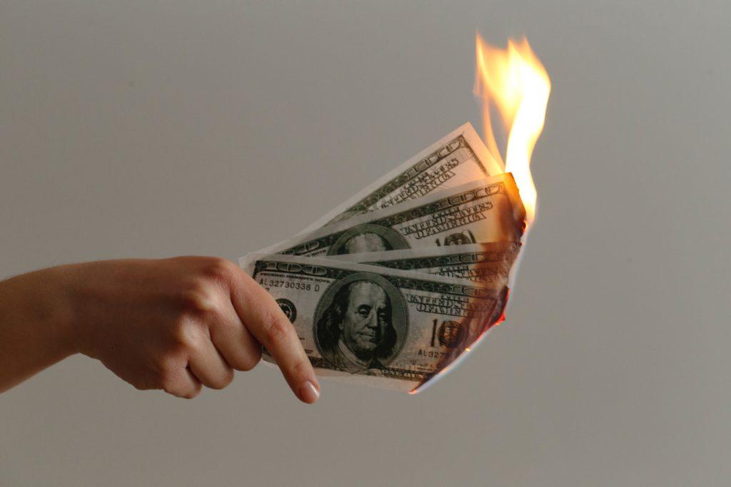 お札を燃やす