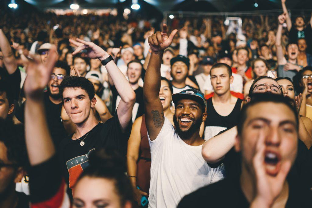 応援する群衆
