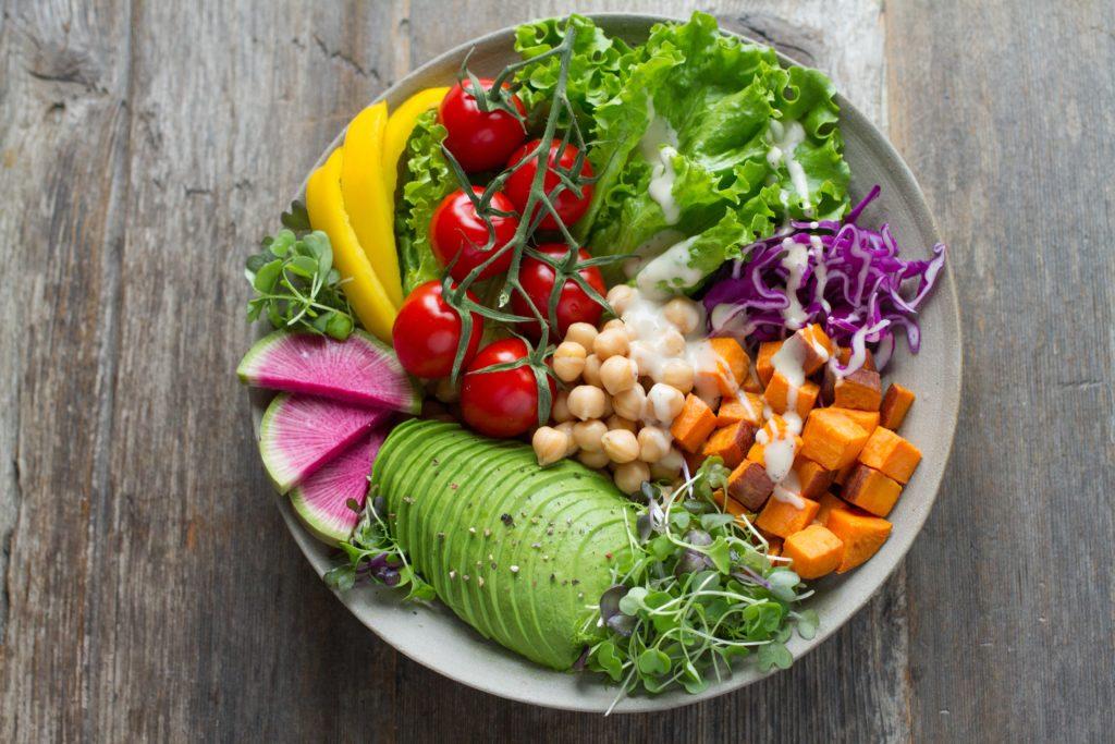 新鮮なサラダの写真