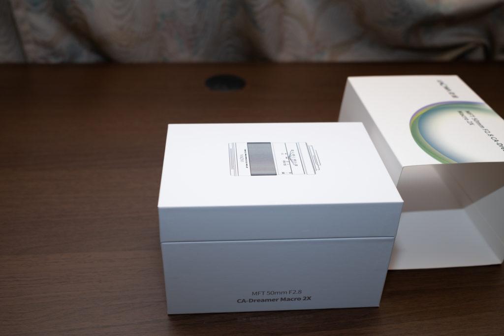LAOWA 50mm f2.8 CA-Dreamer Macro 2Xの内箱